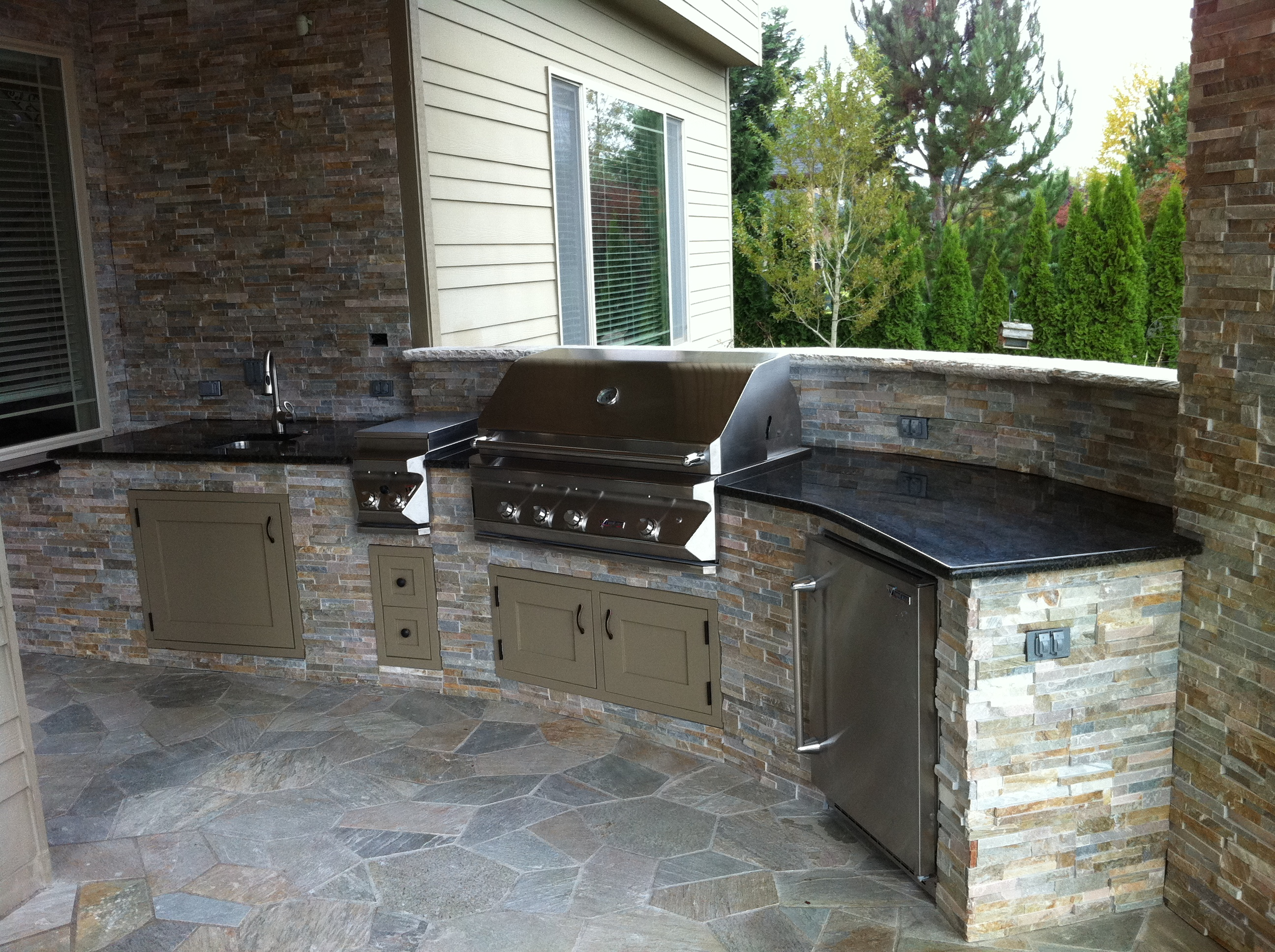 Modern outdoor kitchen indy construction llc for Outdoor kitchen contractors